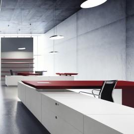 Bureau de Direction Design Multipli.CEO de FANTONI rouge et blanc.
