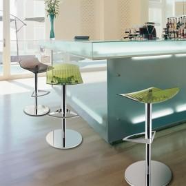 Photo d'ambiance du tabouret Design et Ergonomique X-Treme de PAPATYA en coloris vert.