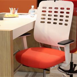 Fauteuil de bureau Ergonomique et Design Hi Pop avec accoudoirs 2D en coloris orange.