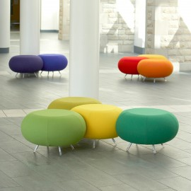 Poufs Pebble d'ALLERMUIR en coloris jaune, vert, olive, violet, orange et rouge.
